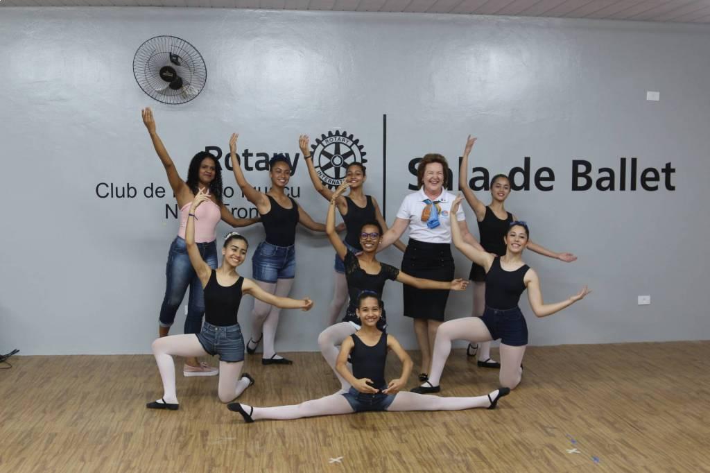 Governadora Sônia Taube Linero se emocionou com as bailarinas