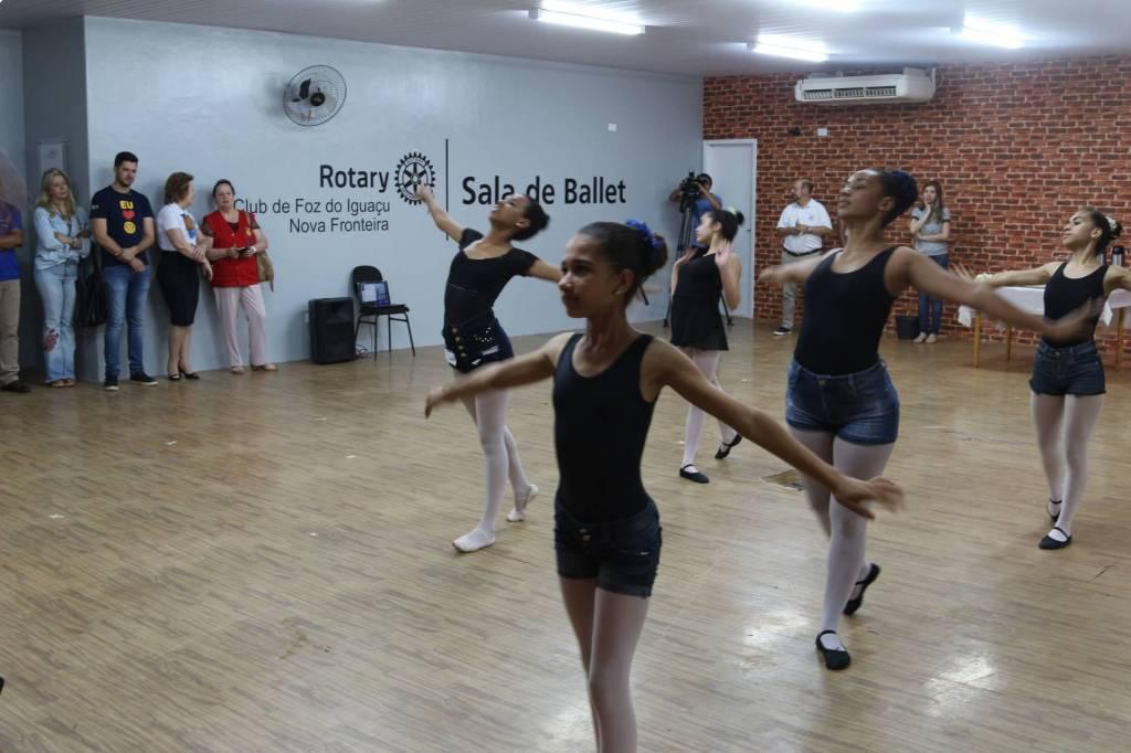 Bailarinas do projeto social realizaram uma apresentação especial